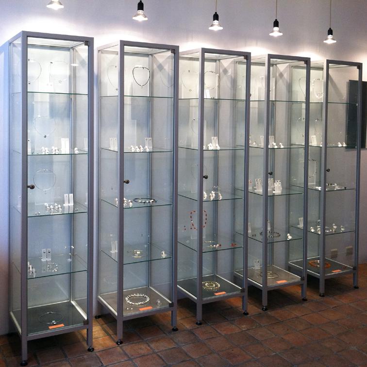 Vitrinekasten Medea Aluminium Profiel Met Glas én Verlichting